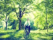 Homem de negócios conservador ambiental Bicycle Woods Concept imagem de stock