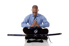 Homem de negócios considerável novo do americano africano, espada foto de stock