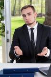 Homem de negócios considerável que convida para cooperar imagem de stock royalty free