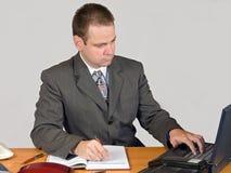 Homem de negócios de dactilografia Foto de Stock Royalty Free