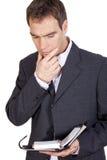 Homem de negócios de pensamento com diário Fotografia de Stock Royalty Free