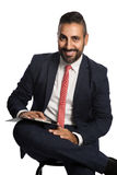 Homem de negócios de sorriso com prancheta Foto de Stock