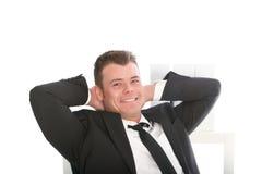 Homem de negócios de sorriso seguro relaxado imagens de stock royalty free