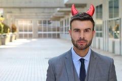 Homem de negócios demoníaco com olhar seguro fotos de stock