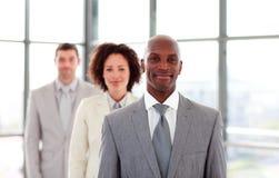 Homem de negócios do African-American que conduz uma equipe Imagem de Stock Royalty Free