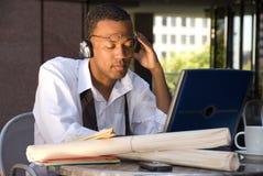 Homem de negócios do americano africano que relaxa Foto de Stock Royalty Free