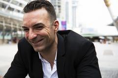 Homem de negócios do close-up feliz e retrato do sorriso foto de stock royalty free