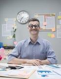Homem de negócios do lerdo no trabalho Fotos de Stock