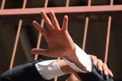 Homem de negócios do tema da corrupção e da corrupção em um terno preto com ha imagens de stock