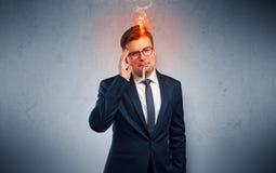 Homem de negócios doente com conceito principal ardente foto de stock