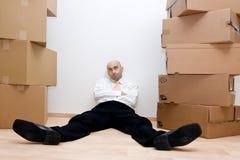 Homem de negócios e caixas fotografia de stock royalty free