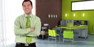 Homem de negócios e escritório verde Fotografia de Stock