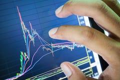 Homem de negócios e gráfico do mercado de valores de acção Fotografia de Stock Royalty Free