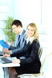 Homem de negócios e mulher de negócios no escritório foto de stock