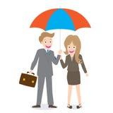 Homem de negócios e mulher de sorriso novos com o isolado aberto do guarda-chuva no fundo branco Imagem de Stock Royalty Free