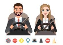 Homem de negócios e mulher de negócios que conduzem um carro Silhueta de uma mulher e um homem que se sentam atrás da roda imagens de stock royalty free