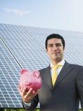 Homem de negócios e painéis solares Fotografia de Stock