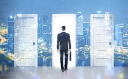 Homem de negócios e três portas, dobro Fotos de Stock Royalty Free