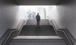 Homem de negócios em escadas Fotografia de Stock Royalty Free