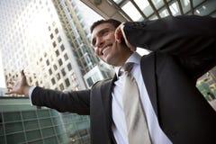 Homem de negócios em sua pilha na cidade Foto de Stock