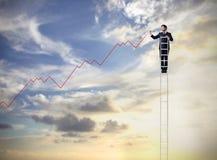Homem de negócios em uma escada fotografia de stock
