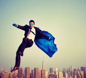 Homem de negócios energético Cityscape Concept do super-herói Fotos de Stock Royalty Free