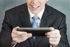 Homem de negócios excitado por Tabuleta Fotografia de Stock