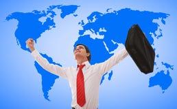 Homem de negócios feliz no mapa de mundo Foto de Stock