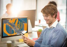 homem de negócios feliz novo com o telefone na frente do computador com tração nova do projeto das escadas (cor: azul Fotos de Stock