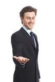Homem de negócios feliz que guarda algo ou um produto vazio fotos de stock royalty free