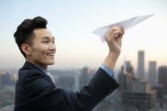 Homem de negócios Flying Paper Airplane Fotografia de Stock Royalty Free