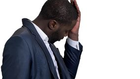 Homem de negócios forçado com dor de cabeça forte filme
