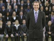 Homem de negócios In Front Of Multiethnic Executives foto de stock