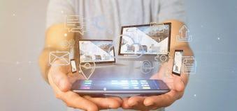 Homem de negócios guardando os dispositivos conectados a uma rendição da rede 3d dos multimédios da nuvem fotografia de stock royalty free