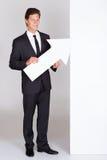 Homem de negócios Holding Blank Placard imagem de stock royalty free
