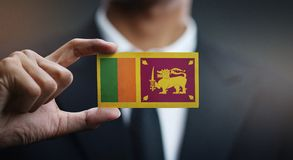 Homem de negócios Holding Card da bandeira de Sri Lanka fotos de stock