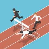 Homem de negócios isométrico que corre com obstáculo na raça de obstáculo Ilustração Royalty Free