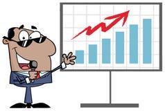 Homem de negócios latino-americano que apresenta um gráfico de barra Imagem de Stock