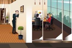 Homem de negócios Listening à conversação em uma sala de reunião Imagem de Stock Royalty Free
