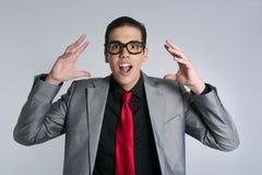 Homem de negócios louco com vidros e o terno engraçados imagens de stock