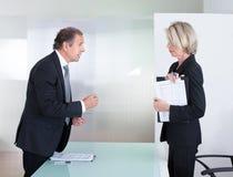 Homem de negócios maduro And Businesswoman Fighting fotografia de stock royalty free