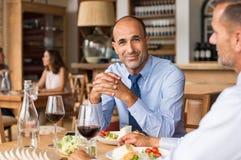 Homem de negócios maduro feliz imagens de stock royalty free