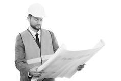 Homem de negócios masculino profissional da construção com seus modelos fotografia de stock