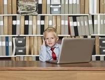 Homem de negócios muito novo fotografia de stock royalty free
