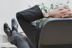 Homem de negócios na extremidade do trabalho Fotografia de Stock Royalty Free