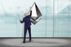 Homem de negócios na frente de uma parede com uma moeda cripto s de Ethereum Fotografia de Stock Royalty Free