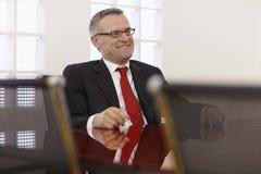 Homem de negócios na reunião corporativa foto de stock royalty free