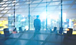 Homem de negócios na sala de reuniões, noite, dobro Imagens de Stock Royalty Free
