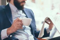 Homem de negócios no café foto de stock royalty free