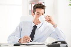 Homem de negócios no escritório Imagens de Stock Royalty Free